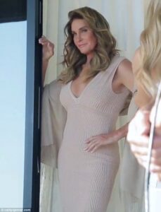3CAAB45B00000578-4172044-The_look_that_says_I_m_hot_Jenner_seems_to_be_loving_her_new_lif-m-15_1485788953536