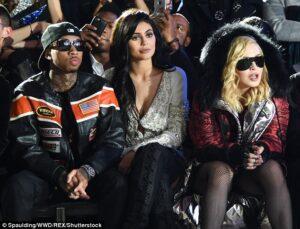 3D2F13B100000578-4222108-Kylie_had_company_The_teen_reality_star_was_accompanied_by_her_b-a-90_1487048792349