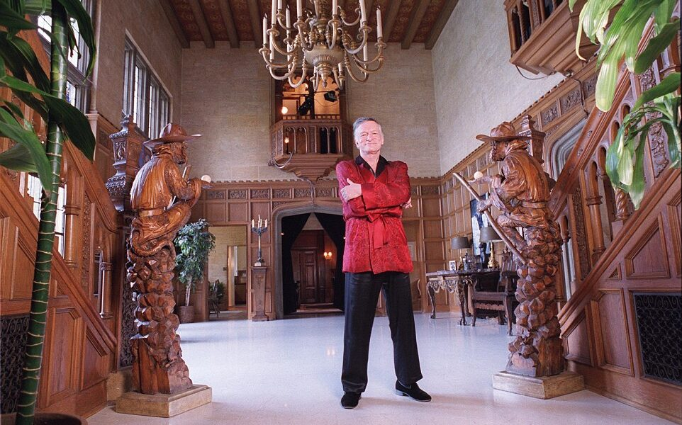 3D6A324100000578-4239528-Hefner_stands_alone_in_the_lobby_of_the_mansion_He_founded_Playb-a-44_1487518482314