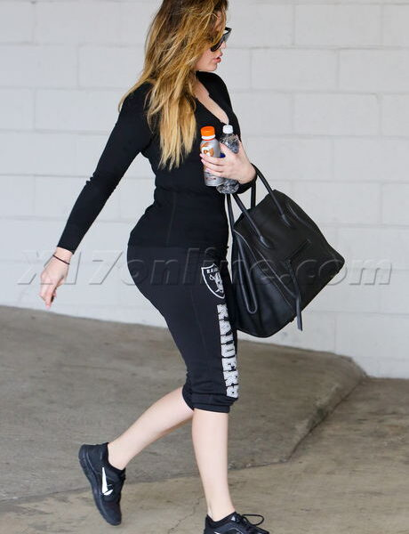 Khloe Kardashian wearing Oakland Raiders sweats at the gym. January, 28, 2014 X17online.com EXCLUSIVE