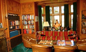 omg_the_playboy_mansion_is_up_for_sale_for_28_million_dollars-1