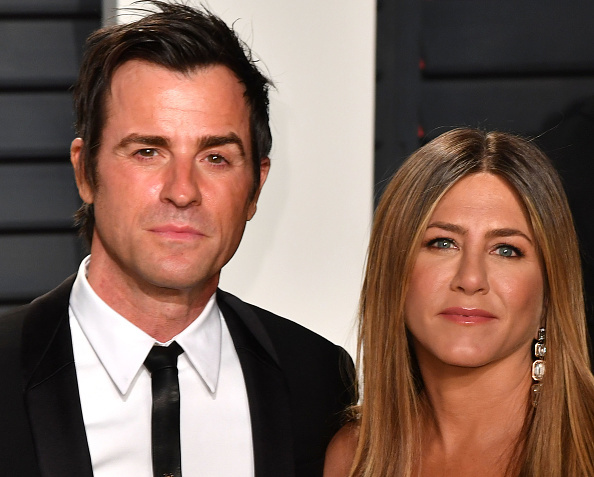 BEVERLY HILLS, CA - FEBRUARY 26: Actress Jennifer Aniston and Justin Theroux attend the 2017 Vanity Fair Oscar Party hosted by Graydon Carter at Wallis Annenberg Center for the Performing Arts on February 26, 2017 in Beverly Hills, California. (Photo by C Flanigan/Getty Images)