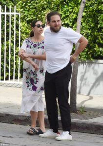 3F056EFB00000578-4392270-Looking_good_Jonah_Hill_31_was_snapped_in_LA_grabbing_lunch_with-a-33_1491613712627