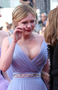 kirsten-dunst-cannes-25may17-05