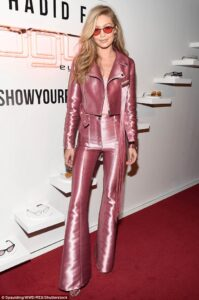 41D2788900000578-4645482-Pretty_in_pink_Gigi_Hadid_looked_stylish_when_she_stepped_out_fo-a-34_1498624473539