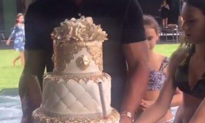42AEEB6100000578-4730498-Let_them_eat_cake_Alex_Rodriguez_presented_Jennifer_Lopez_with_a-a-18_1501039169586
