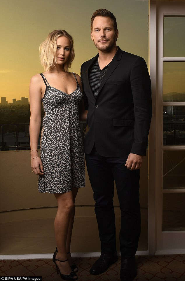 430D20A200000578-4768490-Chemistry_Rumors_that_Jennifer_Lawrence_and_Chris_Pratt_hooked_u-a-3_1502119920209 (1)