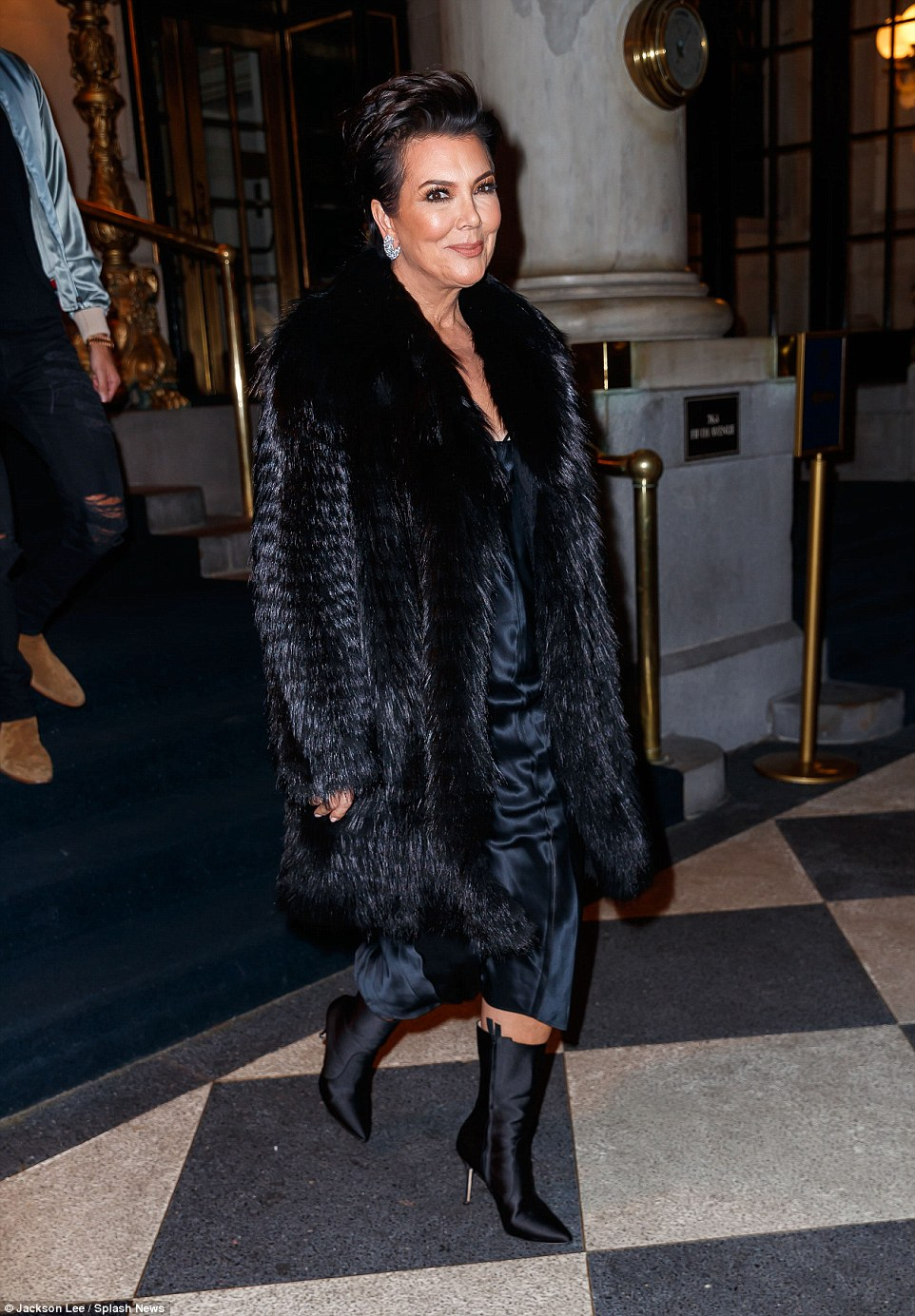 44069C8D00000578-4864294-Chilly_night_Accompanying_the_wife_of_Kanye_West_was_her_mother_-a-8_1504859252686
