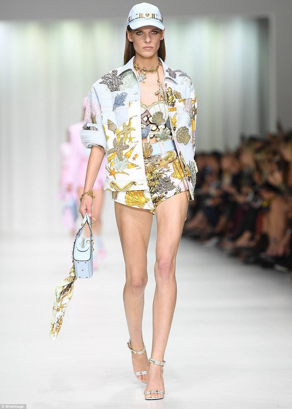 4499834800000578-4910978-Versace_Veteran_Norwegian_model_Kat_Hessen_Walked_the_Versace_in-a-22_1506157251319