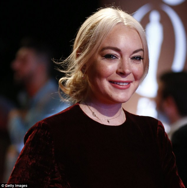 45BFEDF900000578-5025503-Smoother_than_ever_Lindsay_Lohan_is_naturally_a_pro_as_proved_wh-a-10_1509136739498