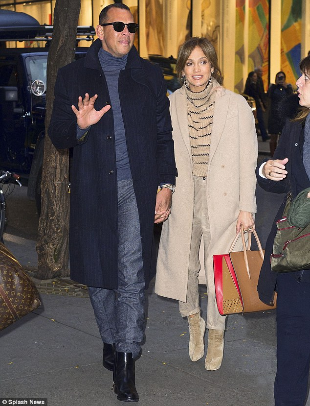 462B1A0300000578-5066817-Too_much_on_her_plate_Jennifer_Lopez_looked_sleepy_as_she_headed-m-8_1510244440117