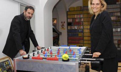 Il regista Fausto Brizzi, insieme a sua moglie Claudia Zanella, ritratti nella loro casa a Roma, 4 aprile 2015. ANSA/GIORGIO ONORATI