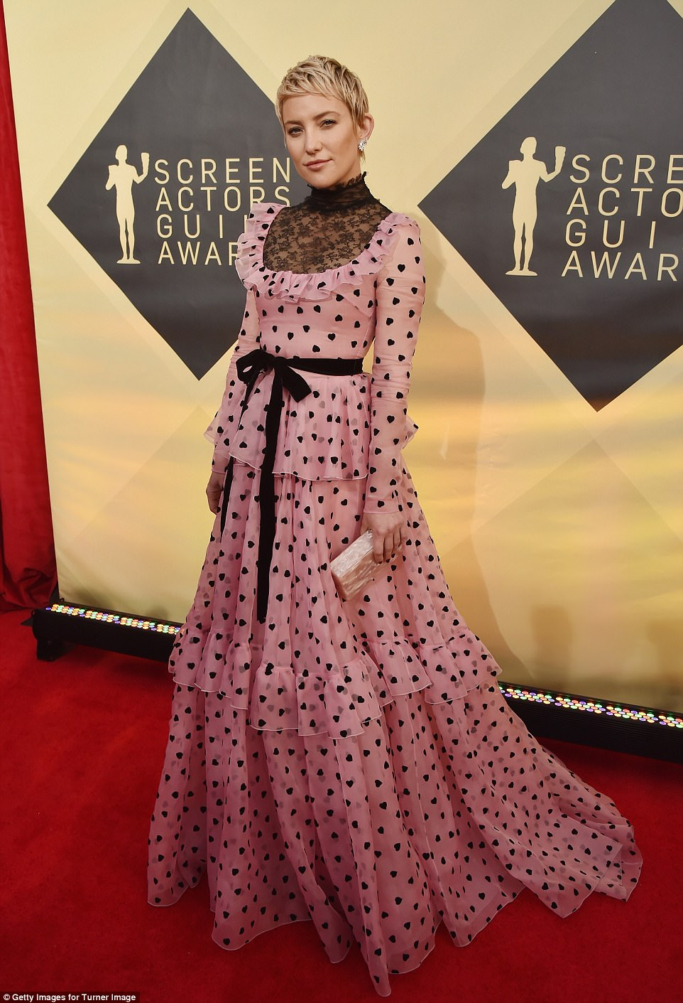 486D332A00000578-0-Topping_the_list_Kate_Hudson_s_bright_pink_gown_had_social_media-a-66_1516581730419