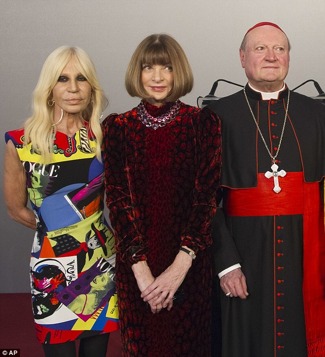 499BE9FC00000578-5437185-Fashion_heavyweights_Donatella_Versace_left_and_Anna_Wintour_wit-a-7_1519677408931