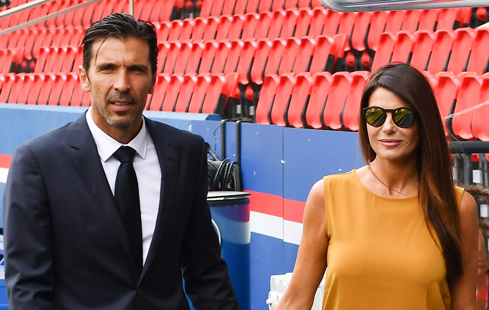 Gianluigi Buffon and his famille pose after signing with the Paris Saint-Germain Football Club at Parc des Princes on July 9, 2018 in Paris, France. Photo by Laurent Zabulon/ABACAPRESS.COM Photo by Laurent Zabulon/ABACAPRESS.COM AbacaPress/LaPresse Only Italy 643883