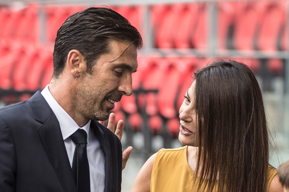 PSG's new signing goalkeeper Gianluigi Buffon poses with his partner and Italian TV host, Clara d'Amico, during his official presentation at the Parc des Princes stadium in Paris, France, Monday, July 9, 2018. Free agent Gianluigi Buffon signed for Paris Saint-Germain last Friday. The veteran goalkeeper penned a one-year deal at the French champion with the option for an additional season. (AP Photo/Jean-Francois Badias)