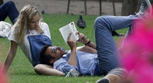 Bradley Cooper, 38, cradles 21-year-old girlfriend Suki Waterhouse, reads  'Lolita' during Parisian park outing - New York Daily News